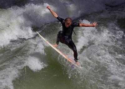 Fluss Surfer